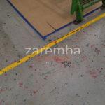 oczyszczenie posadzki betonowej przez szlifowanie powierzchni