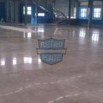 Aplikacja preparatu Retro Plate na posadzce przemysłowej z betonu