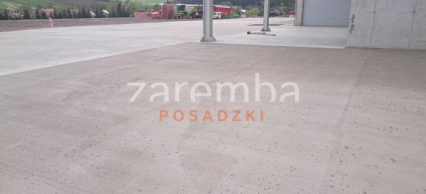 betonowe place manewrowe - beton miotełkowany